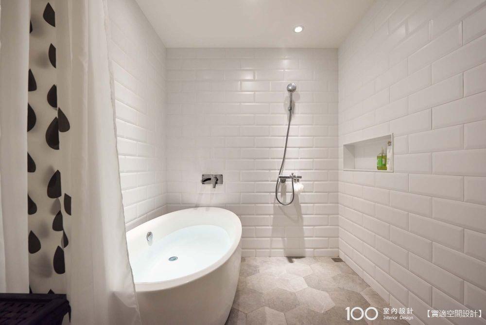 小空間也想有獨立浴缸,這樣設計準沒錯!