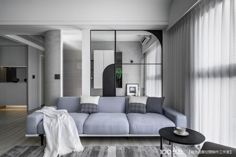 【開箱】鐵件+玻璃=空間放大術!35坪輕透黑白灰居所,優雅永不過時