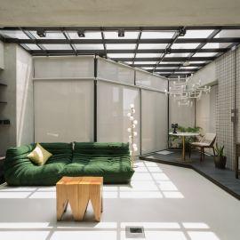坐在工業風客廳裡,就能享受陽光與天空!