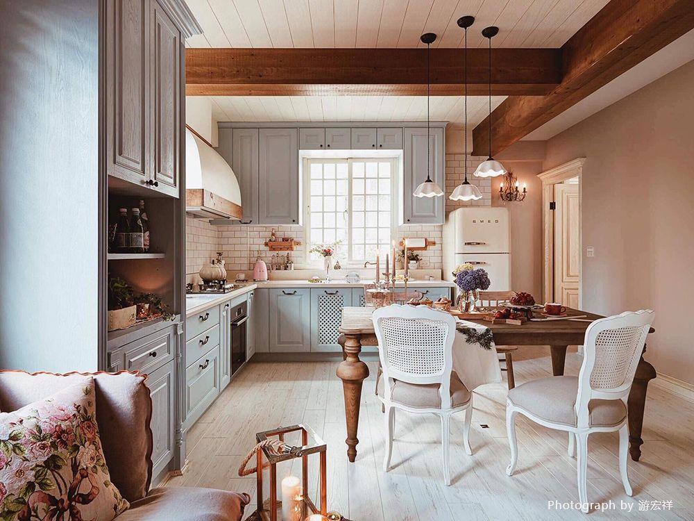 以暖色與仿舊材質為定調,讓鄉村感從廚房開始…