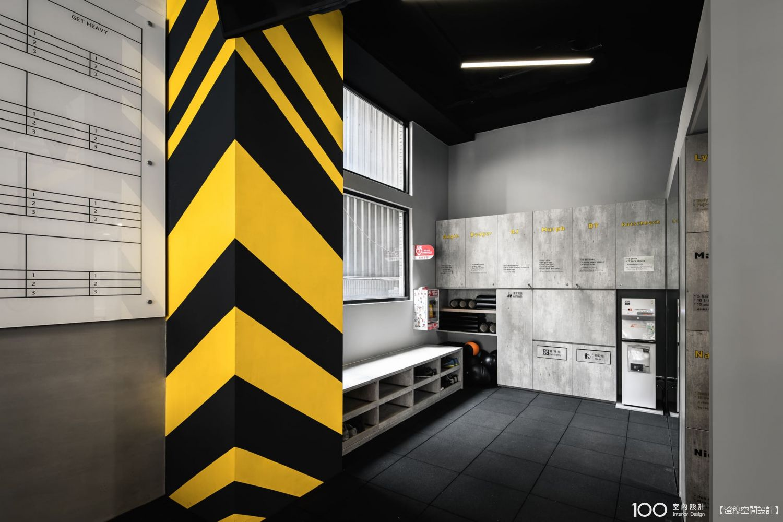 工業風更衣室