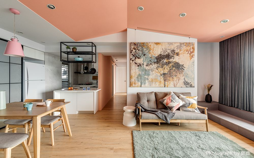 不對稱斜屋頂搭配peach粉,打造甜美休閒宅