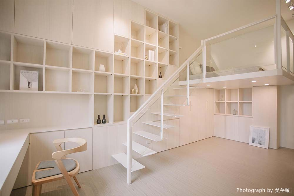 增設夾層沿牆設櫃,8坪小空間也能好好收