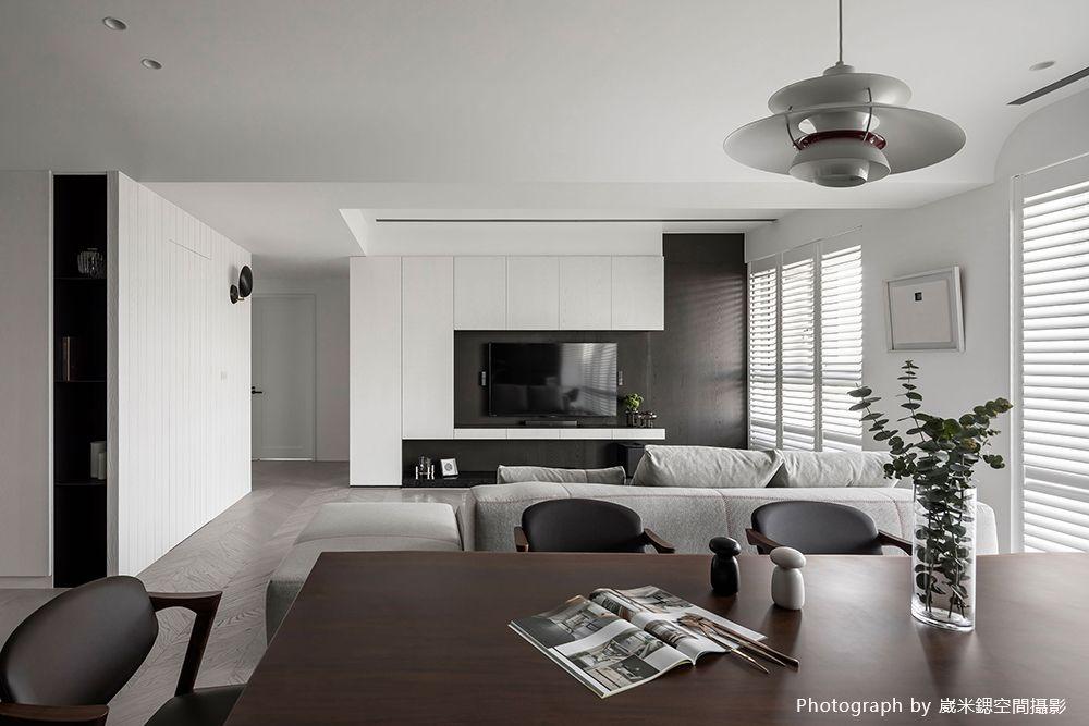 用純淨白揮別疲勞感,自然光充滿的休閒放鬆宅