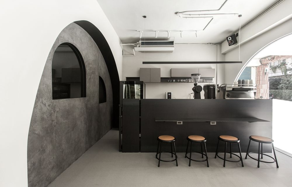 特殊造型黑灰色調, 打造吸睛山洞咖啡廳